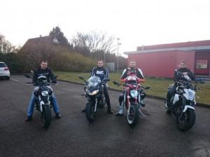 4 motards dans la rue